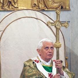 Papa discuta cu 200 de episcopi despre dezinteresul fata de Biblie