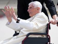 """Papa emerit Benedict al XVI-lea, """"extrem de fragil"""" din cauza unei boli infectioase: """"Vocea lui abia se aude"""""""