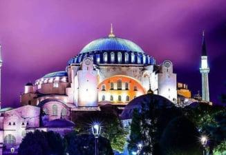 """Papa se declara """"foarte indurerat"""" cu privire la decizia de transformare a muzeului Hagia Sofia din Istanbul in moschee"""