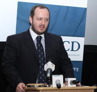 Papahagi pleaca din PMP: Udrea, un produs periculos al noii generatii de politicieni