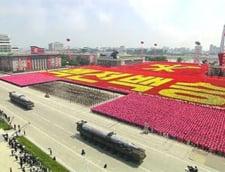Parada uriasa in Coreea de Nord: Il protejam pe Kim Jong Un cu vietile