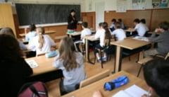 """Parintii din Romania nu dau sejurul din Grecia pentru mai multe zile de scoala. """"Germania are 42 de saptamani de cursuri fata de 34 cum este la noi"""""""