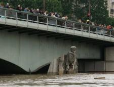 Parisul sub apa: Sena e in scadere, dar pagubele sunt uriase