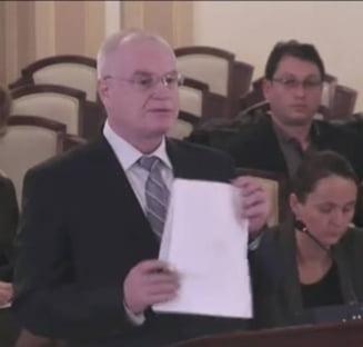 Parlamentarii nu isi vor putea angaja rudele dupa modificarea Codului Penal - ce se va schimba