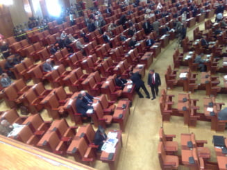 Parlamentarii, maestri ai chiulului in 2013