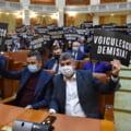 Parlamentarii PSD cer demisia ministrului Vlad Voiculescu. Protestul cu pancarde in plen, inspirat de USR
