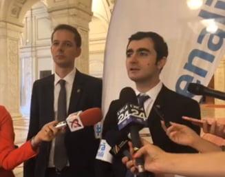 Parlamentarii USR au intrat in greva japoneza: Romania este la un pas spre dictatura