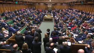 Parlamentarii britanici au respins calendarul privind adoptarea legislatiei asupra Brexitului. Johnson suspenda examinarea acordului