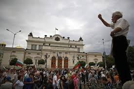 Parlamentarii bulgari nu s-au mai dus la munca, de frica protestatarilor