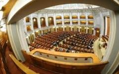 Parlamentarii se intorc la munca