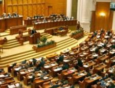Parlamentarii vor dezbate luni motiunea pe Legea salarizarii