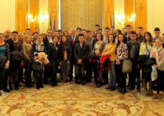 Parlamentul, plin de elevi inaintea votului pe modificarea statutului: Ce au zis Tariceanu si Zgonea
