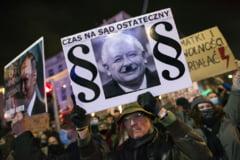 Parlamentul European si-a exprimat solidaritatea cu protestatarii din Polonia impotriva limitarii dreptului la avort