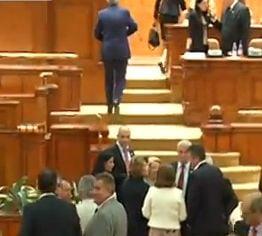 Parlamentul a adoptat pensiile speciale pentru militari: Conditii si sporuri (Video)