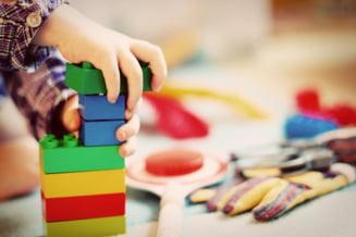 Parlamentul a aprobat dublarea alocatiilor pentru copii, la propunerea PSD. Legea merge la Iohannis