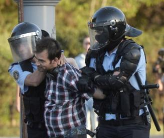 Parlamentul a dat superputeri politistilor, dupa o sedinta cu scandal. PNL si USR anunta ca vor contesta la CCR