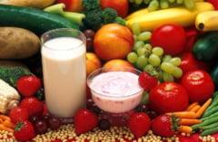 Parlamentul a votat ca elevii sa primeasca fructe proaspete la scoala. Legea merge la Iohannis
