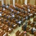 """Parlamentul a votat pentru demisia lui Basescu: Boicot, biletele roz si """"USL traieste!"""""""