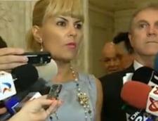 Parlamentul cere demisia lui Basescu: PMP, protest cu biletele roz
