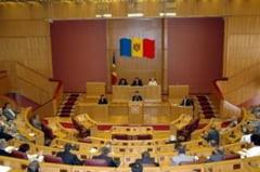 Parlamentul de la Chisinau se intruneste vineri, pe fondul noii crize politice