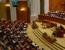 Parlamentul dezbate vineri motiunea de cenzura. Care sunt sansele de reusita?