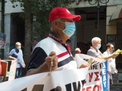 Parlamentul din Grecia a adoptat un proiect de lege referitor la demonstratiile de strada, in timp ce mii de oameni au manifestat la Atena pentru a denunta legea