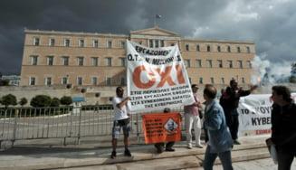 Parlamentul grec voteaza bugetul pe 2013, in timp ce tara protesteaza (Video)