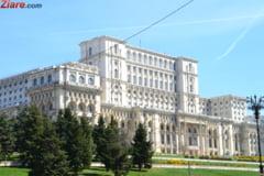 Parlamentul si Guvernul, iluminate in albastru