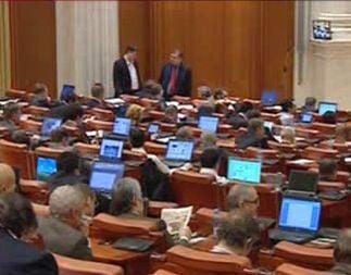 Parlamentul voteaza marti daca incepe revizuirea Constitutiei