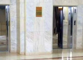Parlamentul vrea sa puna taxa pe lift pentru turisti: Le oferim gratuit sportul de a urca scarile