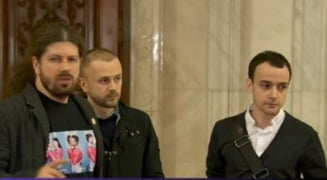 Parteneriatul civil: Remus Cernea a dus cupluri de homosexuali in Parlament