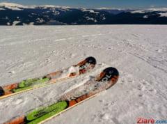 Partii de schi acoperite cu zapada adusa cu elicopterul