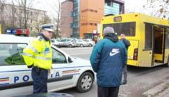 Pasagerii unui autobuz RATC, raniti in urma unui incident rutier