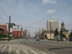 Pasaje auto in fata Casei Patrate si in intersectia de la Hotel Europa