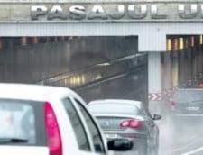 Pasajul Unirii din Capitala, inundat dupa o ora de ploaie