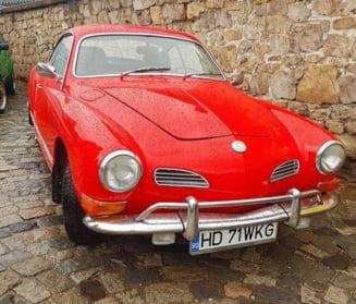 Pasionatii masinilor de epoca si-au dat intalnire in curtea Castelului Corvinilor (Foto)