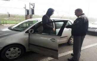 Patania penala a unui sofer tocmit sa aduca o masina din Olanda in Romania. Ce au gasit politistii in autoturism