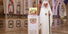 Patriarhul Daniel: Noi suntem faclii de Inviere. Asa cum o faclie arde incet, tot asa si viata noastra trece