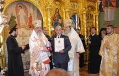 """Patriarhul Romaniei a oferit ordinul """"Sanctus Stephanus Magnu"""" presedintelui Consiliului Judetean Calarasi, Raducu Filipescu"""
