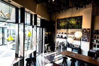 Patronatele din industria hoteliera cer ca restaurantele si cafenelele sa ramana deschise indiferent de rata de infectare