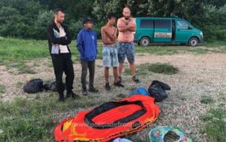 Patru migranti salvati de politistii de frontiera din apele Dunarii