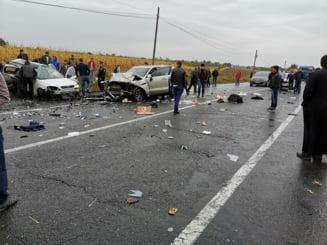 Patru morti si doi raniti, intr-un accident produs in Iasi: Un sofer a intors neregulamentar, toti ocupantii masinii au murit
