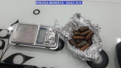 Patru persoane anchetate pentru trafic de droguri. Unde erau ascunse substanţele pentru a nu fi descoperite la percheziţii