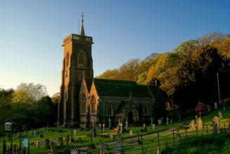 Patru romani au furat tabla de plumb de pe zeci de biserici din Anglia, provocand pagube de 2 milioane de lire. Ce pedepse au primit