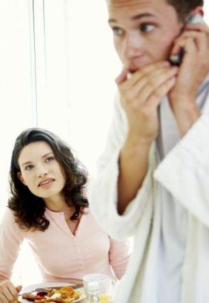 Patru semne care-ti dau de veste ca partenerul te inseala