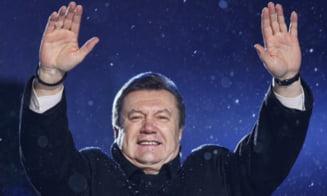 Patru tinere s-au dezbracat in sectia de vot a lui Ianukovici