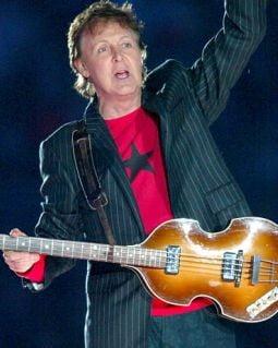 Paul McCartney vrea sa isi atribuie meritele lui Lennon dupa moarte