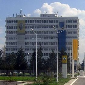 Pavilionul administrativ de la Dacia a fost demolat (Video)