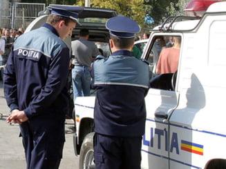 Paznic batut de viceprimar, pe motiv ca nu ar fi pazit afisele electorale