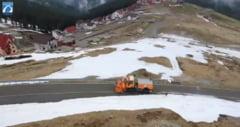 Pe Transalpina inca mai este zapada la final de luna Mai. Imagini spectaculoase de la curatarea partii carosabile VIDEO